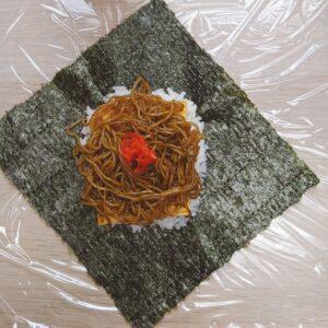 Yakisoba Onigirazu (No Wrap Rice Ball) Step 6 - Spread a thin layer of ingredients