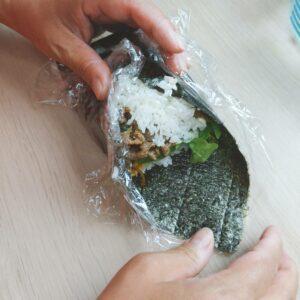 Yakisoba Onigirazu (No Wrap Rice Ball) Step 7 - Wrap the corners